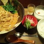 炭火焼き&ワイン 情熱屋 - 温かい担々麺ランチ 900円
