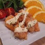 52611811 - 海老のオレンジマヨソース和え!     海老好きにはたまらない1品!オレンジマヨソースが美味しいのにしっかり海老本来の素材の味も出てます!