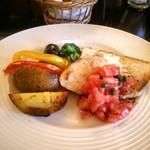 52613352 - メインの魚料理。魚より付け合わせが美味しかった。