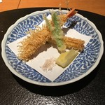 52613385 - 海老湯葉揚、空芯菜、ヤングコーン、藻塩、レモン