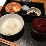 52613395 - 鳥取県日南町コシヒカリの白米、しらす卸し、昆布の佃煮、香の物、赤出汁
