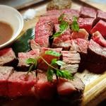 アシヤ食堂 manchos! - 料理写真:赤身肉の塊り焼き