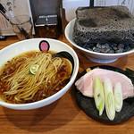 エンターテイ麺ト スタイル ジャンク ストーリー エムアイ レーベル - 溶岩焼きチャーシューの醤油らーめん