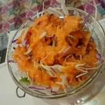 ニュープラシッダ - セットのサラダ。