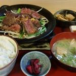 52618002 - 道産牛ヒレの炭火焼き膳(2000円)です。2016年5月