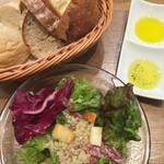 52620809 - サラダとパンとパン用のオイル