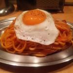 スパゲッティーのパンチョ - ナポリタン目玉焼き(サービス期間で\550)