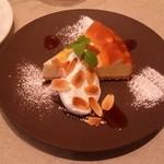 コーデュロイ カフェ - 自家製の「おじいちゃんのチーズケーキ A GRANDPA'S CHEESE CAKE」です。