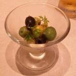 コーデュロイ カフェ - 自家製、4種の「オリーブ盛り合わせ OLIVE ASSORT」です。美味しいオリーブでした。