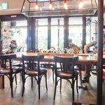 52625606 - 店内のテーブル席の風景です