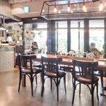52625614 - 店内のテーブル席の風景です