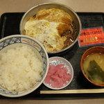 Dangouzakasabisuerianoborisensunakkukona - かつ煮定食