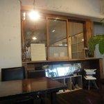 アオイクカフェ - 昭和中期の窓や山水のスピーカー