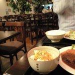 Cafe & Kitchen 米米食堂 - セルフ食堂なのに、落ち着いた雰囲気です。殺風景じゃないのがいいですね。