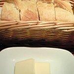 L'ESPADON - バケットタイプのパン お替わりフリー