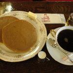 丸福珈琲店 - 焼きたての「ホットケーキセット」