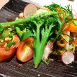 キッチン CACCIATORA - イクラや魚介類と野菜たっぷりの前菜。