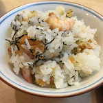 52670201 - 小海老の天ぷらが沢山混ぜ込まれています。