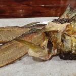 52676773 - ◆鮎の骨は干してよく乾燥してあるので、カラッと揚がり美味しい。塩加減も絶妙ですよ。