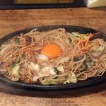 ケンゾーカフェ - ケンゾーカフェ(KENZO cafe)(福岡県福岡市博多区上川端町)焼ラーメン 700円