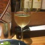 52683812 - 柑橘系の香りが印象的なスペインの白ワイン
