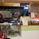 ジョイパックチキン - 申し訳なさそうにディスプレイしてある麺類のサンプルがカワユス