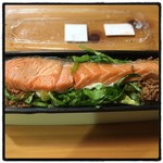 泥武士 - 2016年5月27日  サーモンとそぼろの玄米弁当780円。