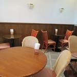 ベルベ - 一角が喫茶スペースになっています
