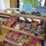 ドンキー - おにぎりやパンも売られていました。