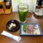 立ち飲み処 おおの屋 - 抹茶ハイ250円、鯵刺身250円
