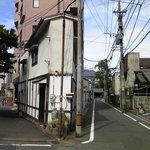 ウエスト - 三角(まりの店跡だけ残っている)
