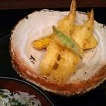 逸品料理屋 流石 - ランチ:冷やし稲庭うどんについてきた、天ぷら盛り合わせ
