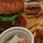 ALBERGO BURGERS & BEER DINING - チーズバーガー 2016.6