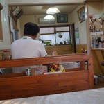 大楽亭 - 店内テーブル席