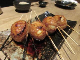 博多 松介 西中洲店 - 串焼き2品目は博多とろ玉、豚バラスライスで玉子を巻いてタレ焼きにした一品、中の黄身は半熟でトロトロです。