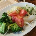 八重洲ZION - 大きめのお皿なのでたっぷり野菜が食べられる♪