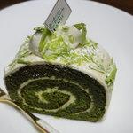 5270174 - 抹茶のロールケーキ(330円)