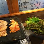 韓国家庭料理 だひゃん - サンチェ、エゴマの葉付き