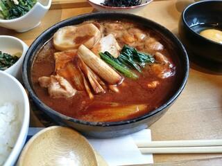 菜な 丸の内店 - 鶏の味噌すき焼き