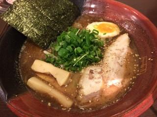 吉山商店 札幌らーめん共和国店 - 濃厚魚介焙煎ごまみそらーめん 850円。濃厚な魚介スープと香りのよい胡麻、自慢の味噌がマッチした美味な一杯です!