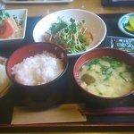 ミルクホールニシムラ - 料理写真:日替りランチ(おろしカツ・野菜とベーコンの炒めもの・・)@600