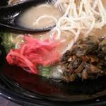 麺や はやぶさ - 紅しょうが、辛子高菜で味変可