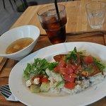 ポジティブフードカフェボウ - 水菜と鮭の生姜焼き丼 スープ付き(¥950)