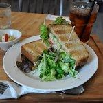 ポジティブフードカフェボウ - ツナとアボガドのサンドイッチ(¥950)