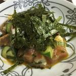 呑呑亭 - 五味箱 5種類の刺身が卵と山葵醬油で和えています。