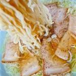 丸信ラーメン - チャーシューメン 出汁だけとってチャーシューは食べません(嘘)