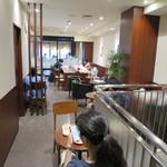 ドトールコーヒーショップ - 2階席は奥の窓際が喫煙席です。