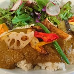 エルヴカフェ - タンドリーチキンとグリル野菜のせカレー