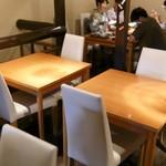 52722018 - 2階テーブル席