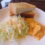 風花 - バタートースト&スクランブルエッグ&サラダ